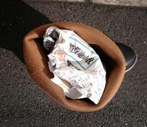 2015-07-13-新聞紙をつめたところ